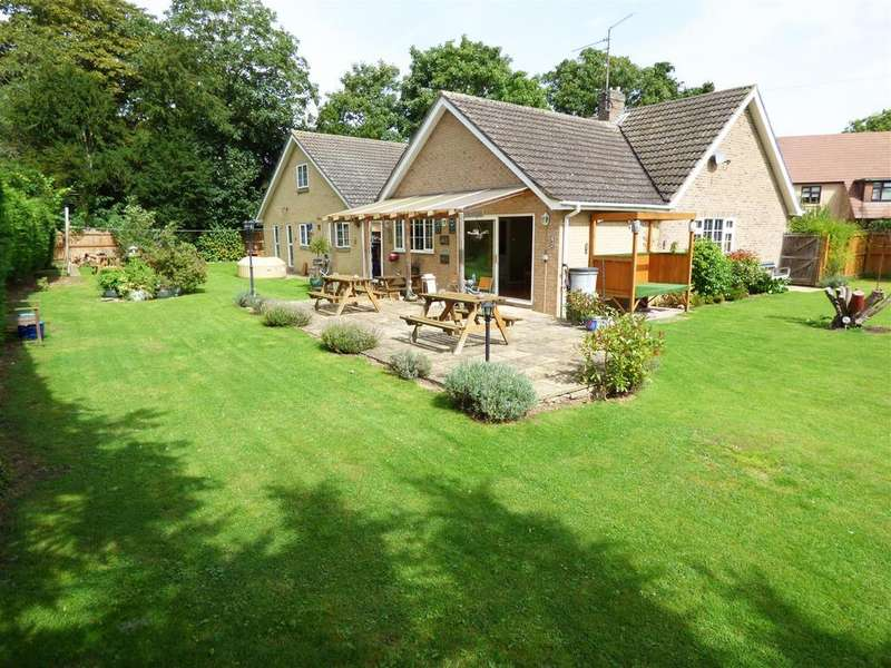 4 Bedrooms Detached Bungalow for sale in Priory Gardens, Chesterton, Peterborough