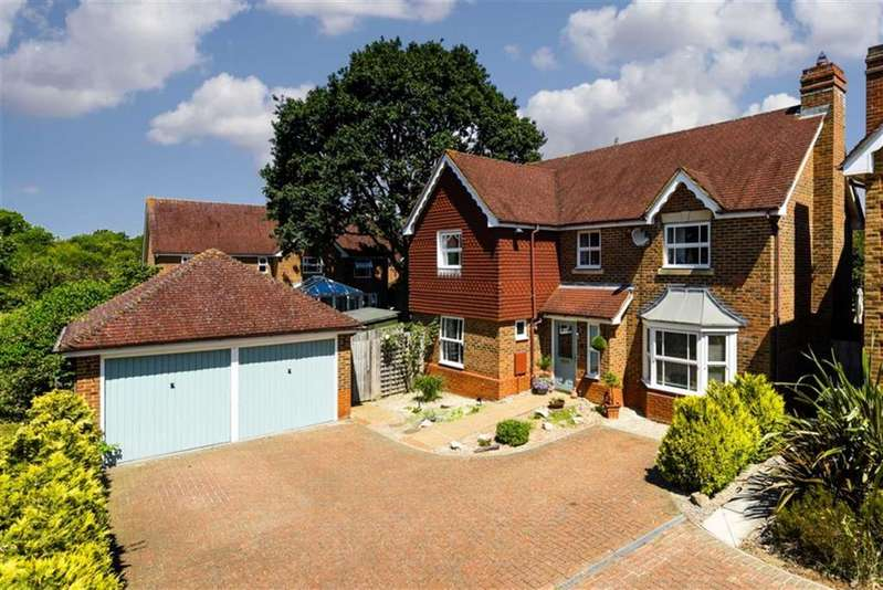 4 Bedrooms Detached House for sale in Lady Forsdyke Way, Epsom, Surrey