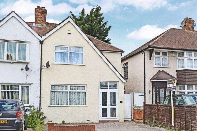 3 Bedrooms Semi Detached House for sale in Bedonwell Road, London