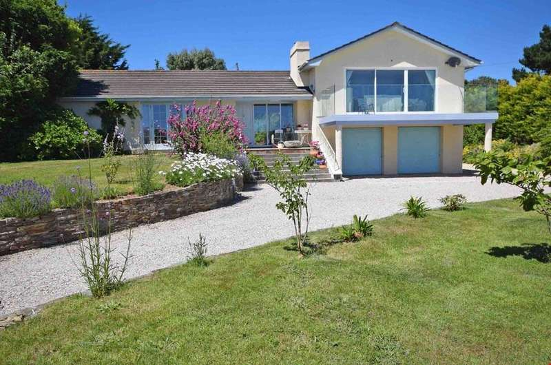 4 Bedrooms Detached Bungalow for sale in St Mawes, Cornwall, TR2