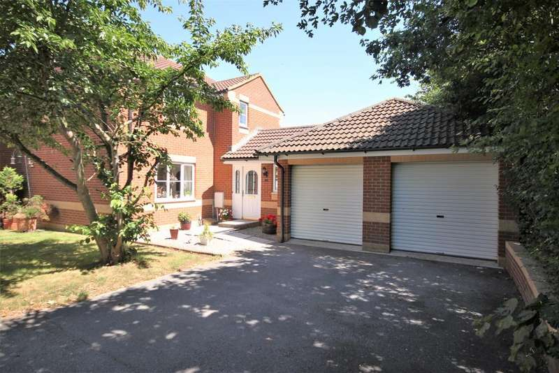 4 Bedrooms Detached House for sale in Danes Mead, Cullompton EX15