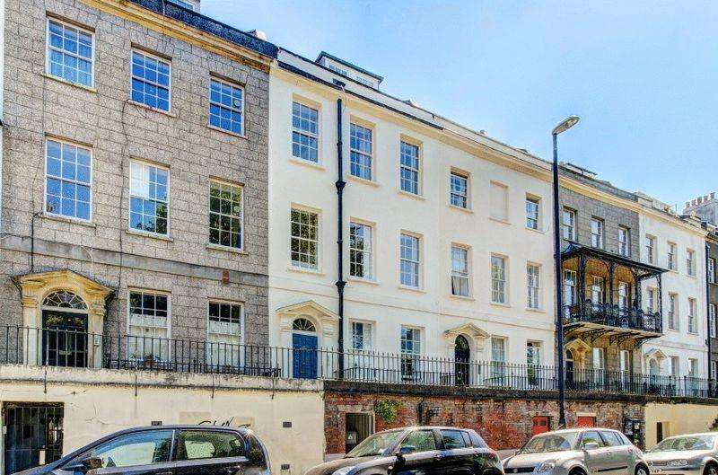 2 Bedrooms Apartment Flat for sale in Richmond Terrace, Clifton