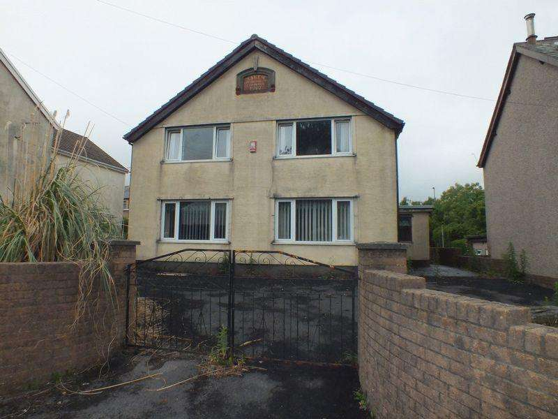 4 Bedrooms Detached House for sale in Charles Street, Tredegar