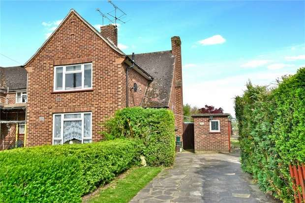 2 Bedrooms Flat for sale in Withycroft, George Green, Buckinghamshire