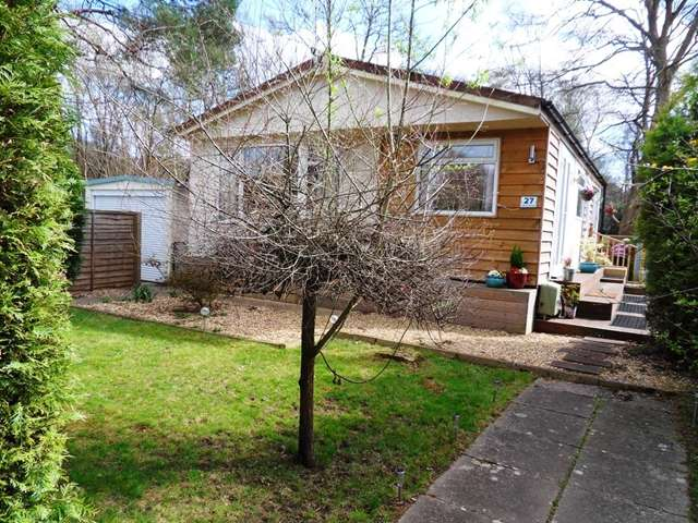 2 Bedrooms Park Home Mobile Home for sale in 27 The Plateau, Warfield Park, Warfield