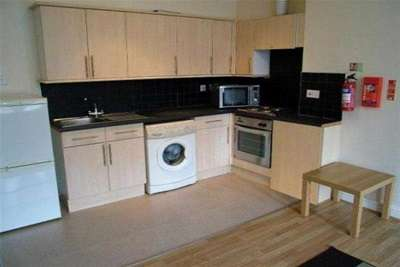 6 Bedrooms Semi Detached House for rent in Gedling Grove, NG7 4DU