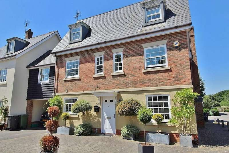 6 Bedrooms Detached House for sale in Hatchmore Road, Denmead