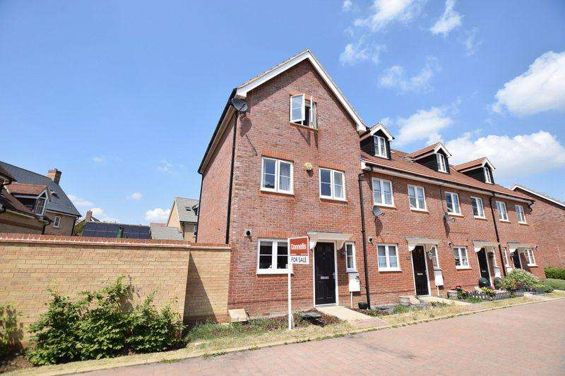 4 Bedrooms End Of Terrace House for sale in Keswick Street, Aylesbury