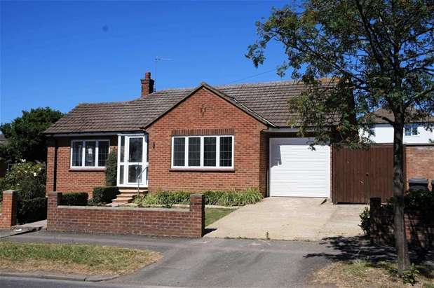 3 Bedrooms Semi Detached Bungalow for sale in Queens Drive, Putnoe, Bedford