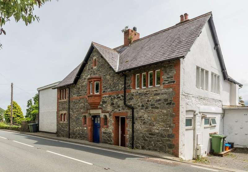 4 Bedrooms Semi Detached House for sale in Glyngarth, Menai Bridge, North Wales