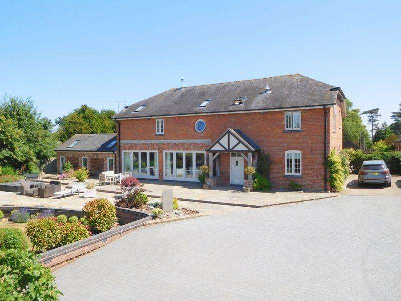 5 Bedrooms Detached House for sale in Hall Lane, Hankelow
