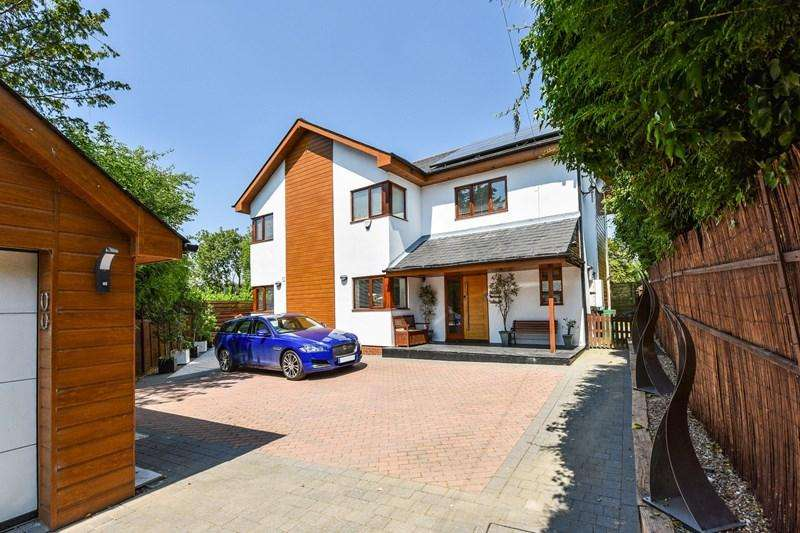 4 Bedrooms Detached House for sale in Little London, Andover