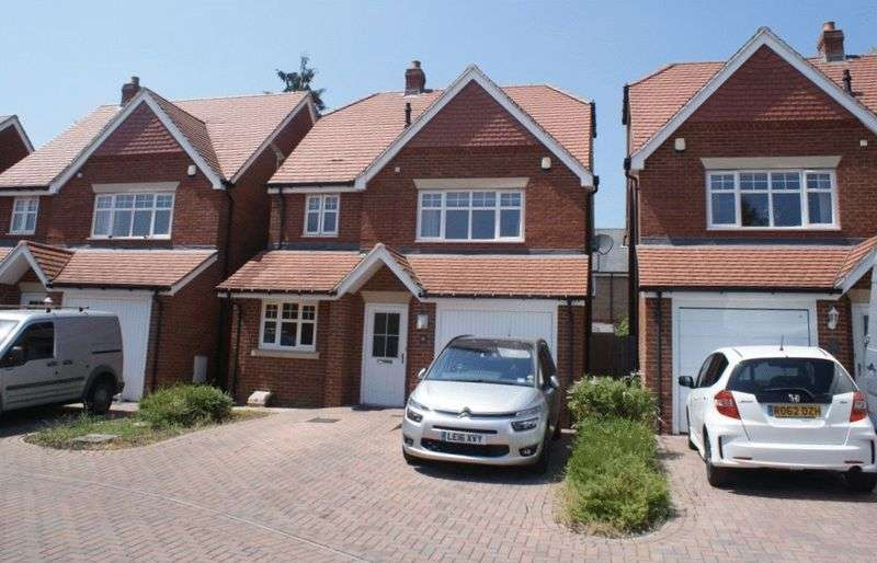 4 Bedrooms Property for sale in Selcourt Close, Woodley