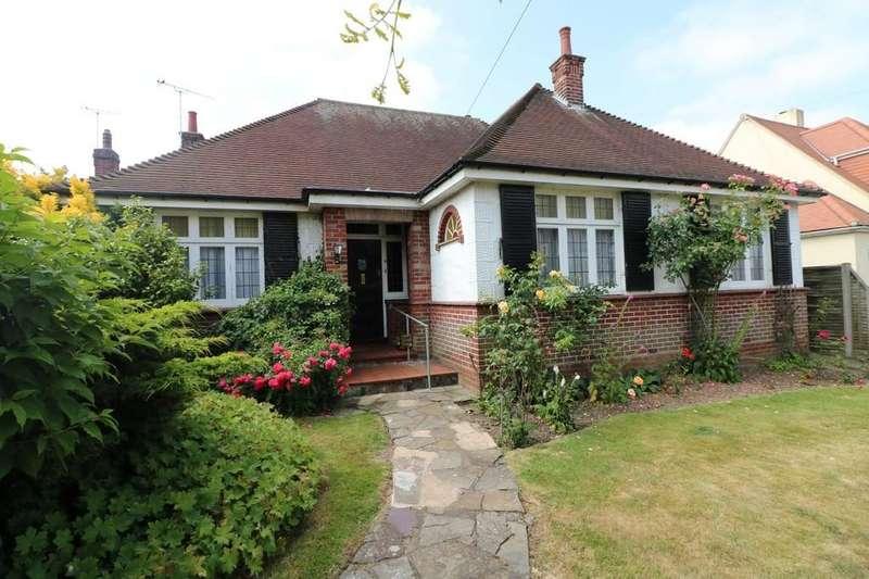 3 Bedrooms Detached Bungalow for sale in Beresford Gardens, Benfleet