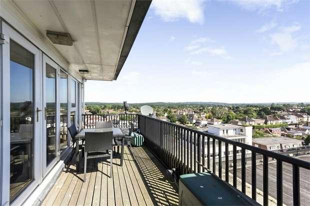 3 Bedrooms Flat for sale in Pembroke Road, Ruislip, Greater London
