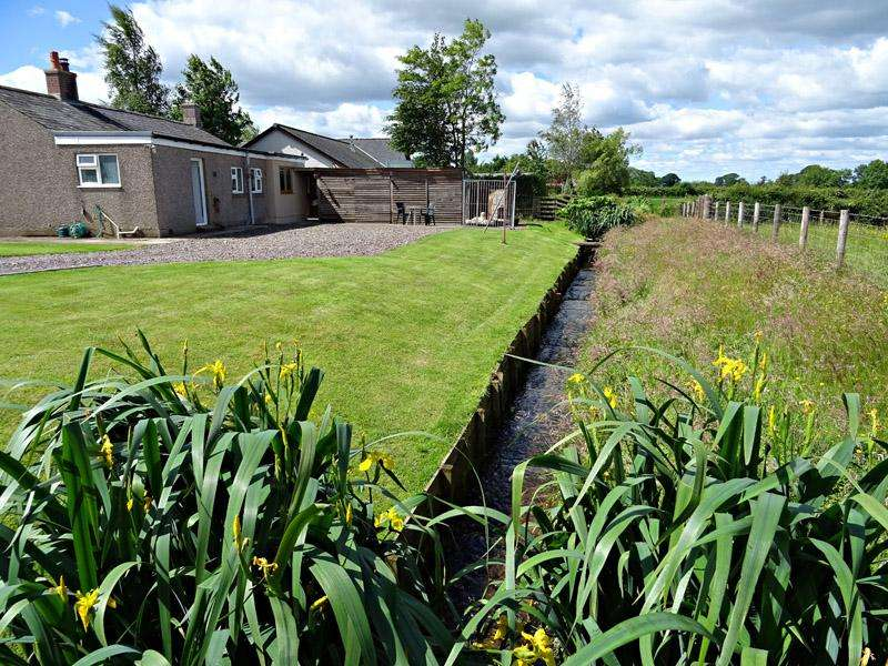 2 Bedrooms Smallholding Commercial for sale in Howgate, Hethersgill, Carlisle CA6 6DS