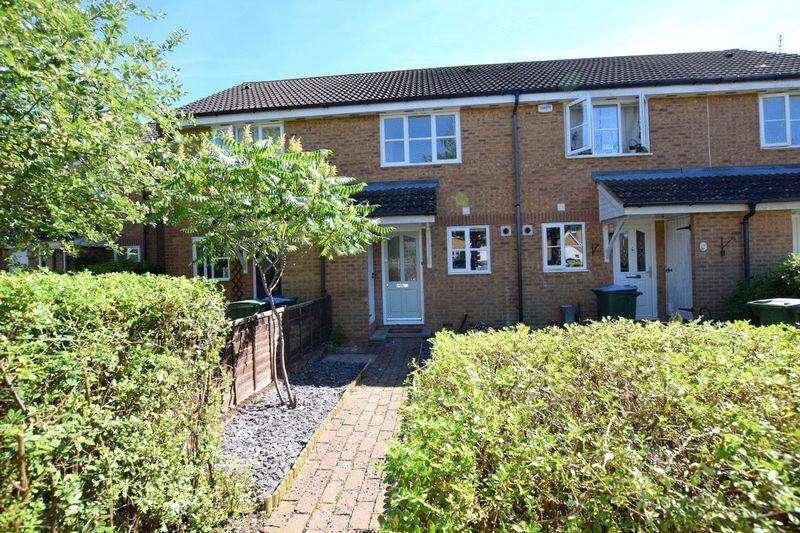 2 Bedrooms Terraced House for sale in Avocet Way, Aylesbury