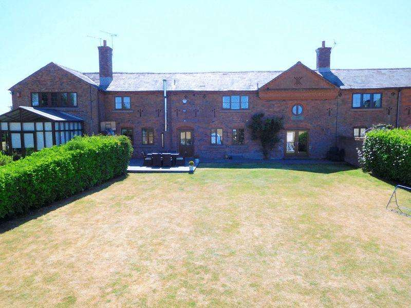 4 Bedrooms Barn Conversion Character Property for sale in Barthomley Road, Crewe