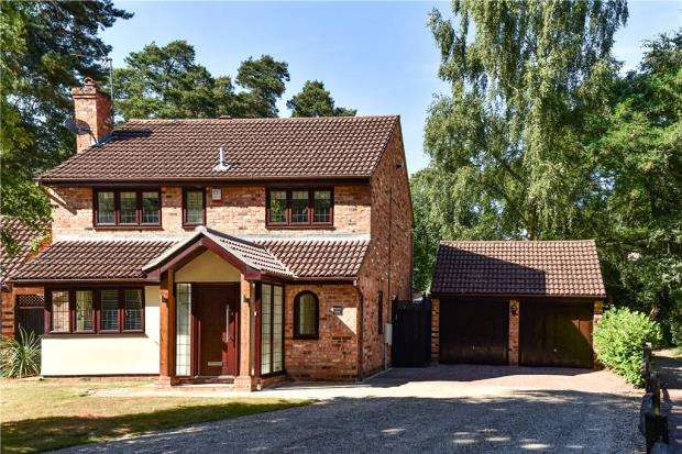 4 Bedrooms Detached House for sale in Edgewood Close, Crowthorne, Berkshire