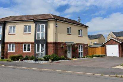 3 Bedrooms Semi Detached House for sale in Greensleeves Drive, Aylesbury, Bucks, England