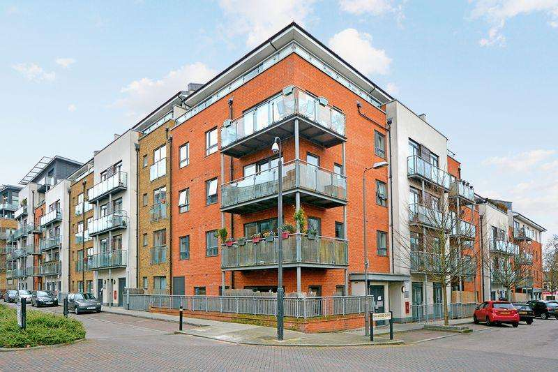 3 Bedrooms Apartment Flat for sale in Rosse Gardens, Hither Green, SE13