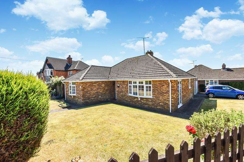 3 Bedrooms Detached Bungalow for sale in Foxcotte Road, Charlton, Andover