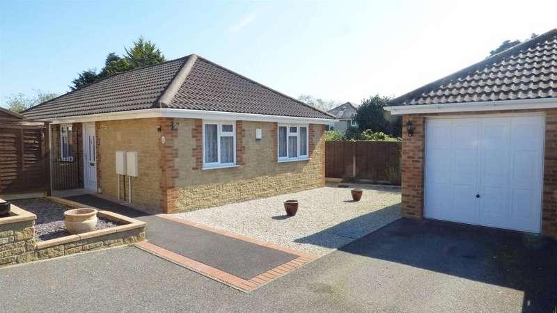 3 Bedrooms Detached Bungalow for sale in Oak Gardens, Wallisdown, Bournemouth