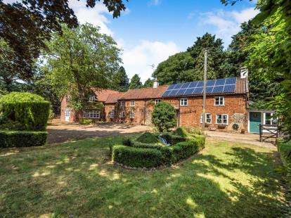 4 Bedrooms Detached House for sale in Buxton, Norwich, Norfolk