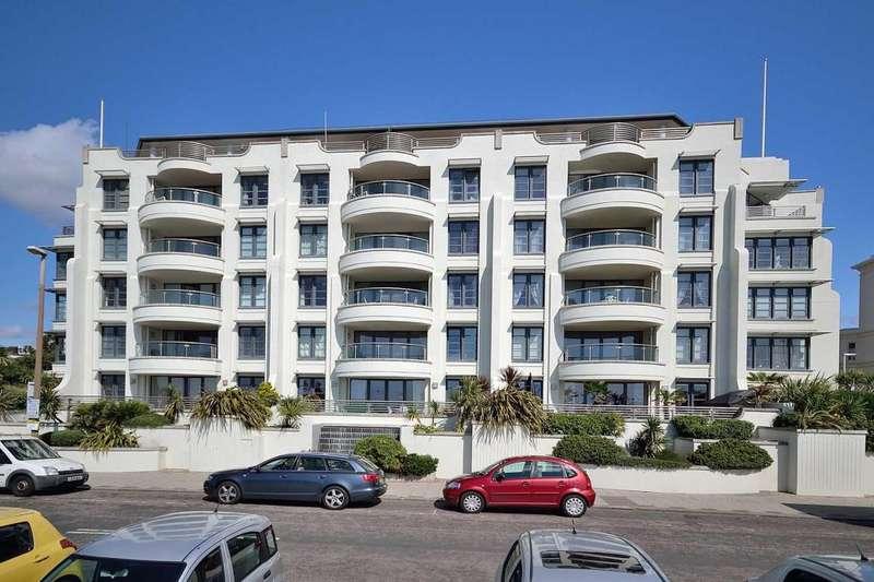 3 Bedrooms Apartment Flat for sale in Warnes, Steyne Gardens, Worthing, BN11