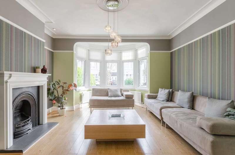4 Bedrooms House for sale in Glenwood Gardens, Barkingside, IG2
