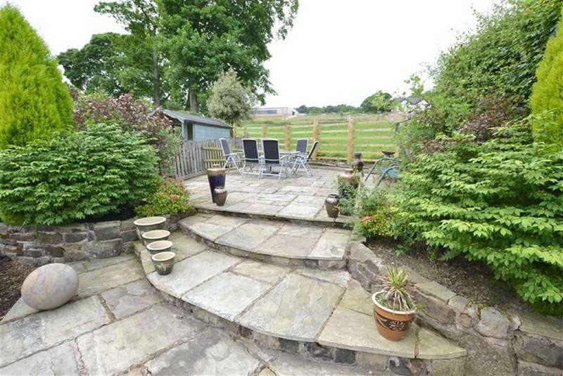 2 Bedrooms Terraced House for sale in Wicken Tree Row, Simonstone, Lancashire