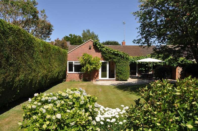 4 Bedrooms Detached Bungalow for sale in Bridle Road, Whitchurch Hill, Reading