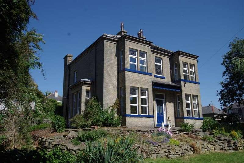 4 Bedrooms Detached House for sale in Westfield Lane, Wrose, BD18