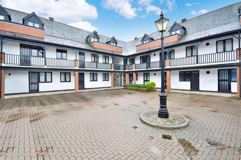 3 Bedrooms Duplex Flat for sale in Pryors Court, Baldock