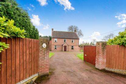 4 Bedrooms Detached House for sale in Thompson, Thetford, Norfolk