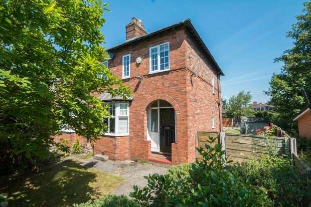 3 Bedrooms Semi Detached House for sale in Ellesmere Road, Altrincham