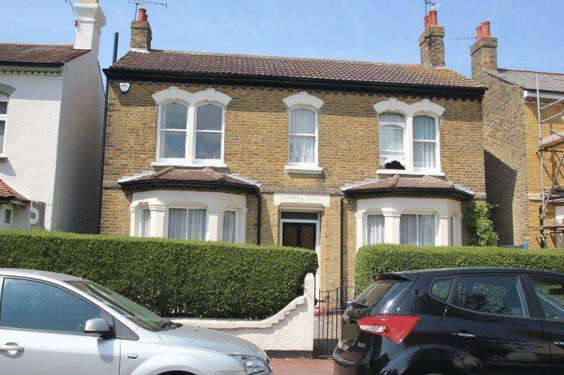 4 Bedrooms Detached House for sale in Park Terrace, Westcliff-On-Sea