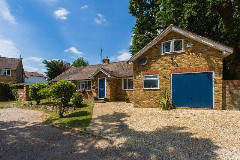 4 Bedrooms Detached Bungalow for sale in Deanway, Chalfont St Giles