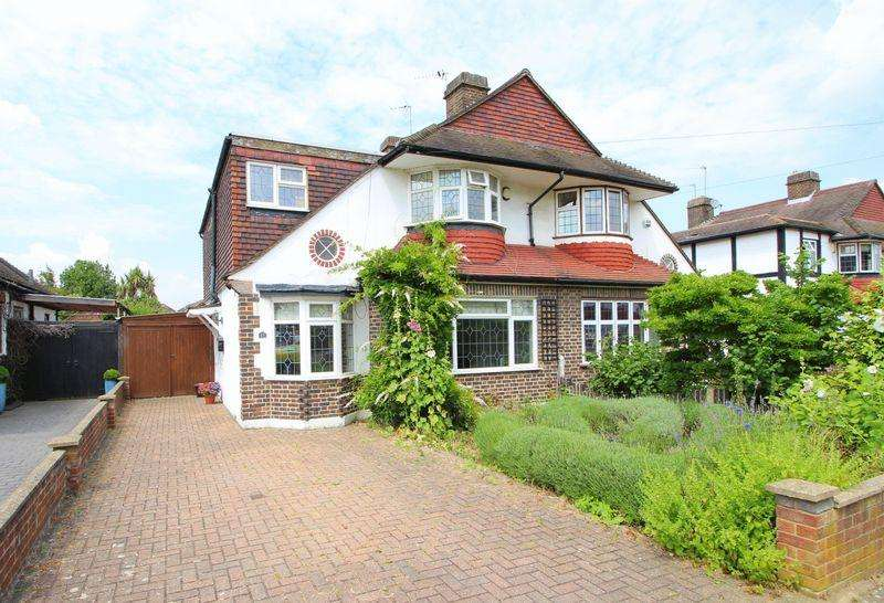4 Bedrooms Semi Detached House for sale in Frensham Road, New Eltham, SE9 3RG