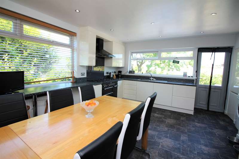 4 Bedrooms Detached House for sale in Hollowmead Close, Claverham, BS49