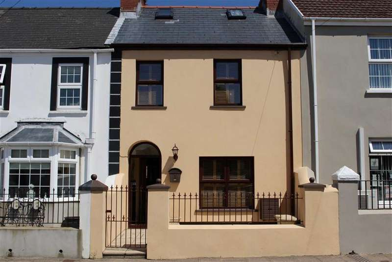 2 Bedrooms Terraced House for sale in Charles Street, Milford Haven
