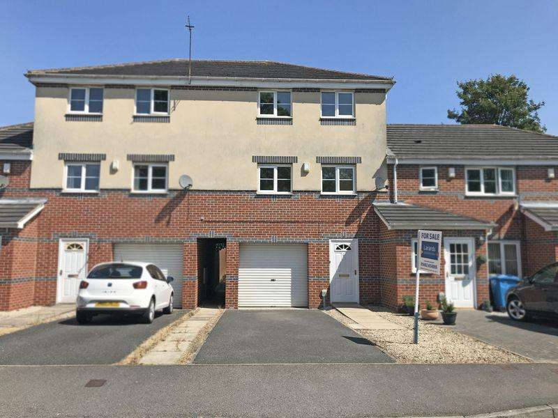 3 Bedrooms Town House for sale in St. Bartholomews Way, Hull