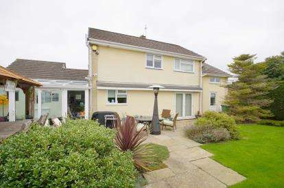 4 Bedrooms Detached House for sale in Homefield Road, Pucklechurch, Bristol