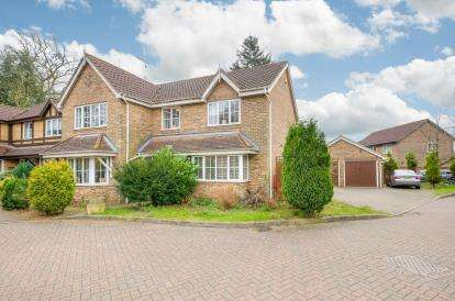 4 Bedrooms Detached House for sale in Grenville Way, Stevenage, Hertfordshire