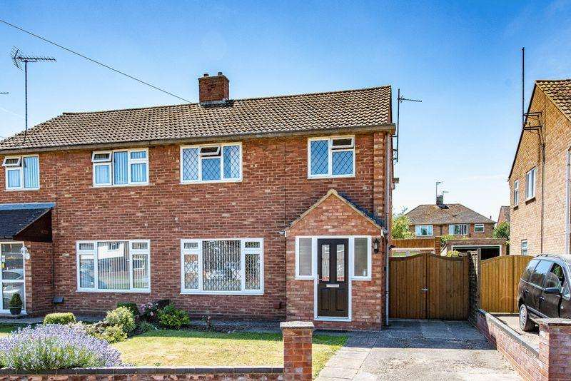 3 Bedrooms Semi Detached House for sale in Northfield Road, Aylesbury