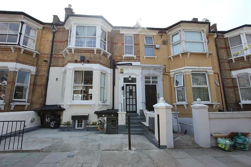 5 Bedrooms Semi Detached House for sale in Ickburgh Road, London, London, E5 8AD