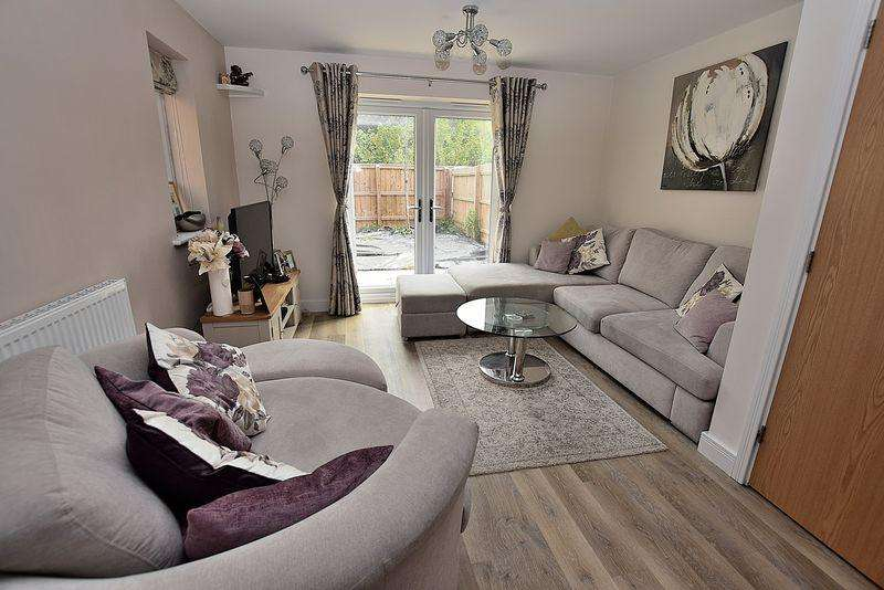 3 Bedrooms Semi Detached House for sale in Maple Square, Central Dunstable
