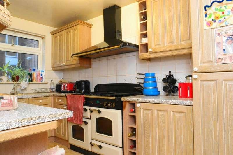 2 Bedrooms Flat for sale in Cliftonville Court, Burnt Ash Hill, Lee, SE12
