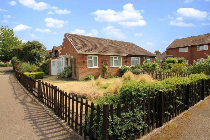 2 Bedrooms Bungalow for sale in Orwell Drive, Aylesbury