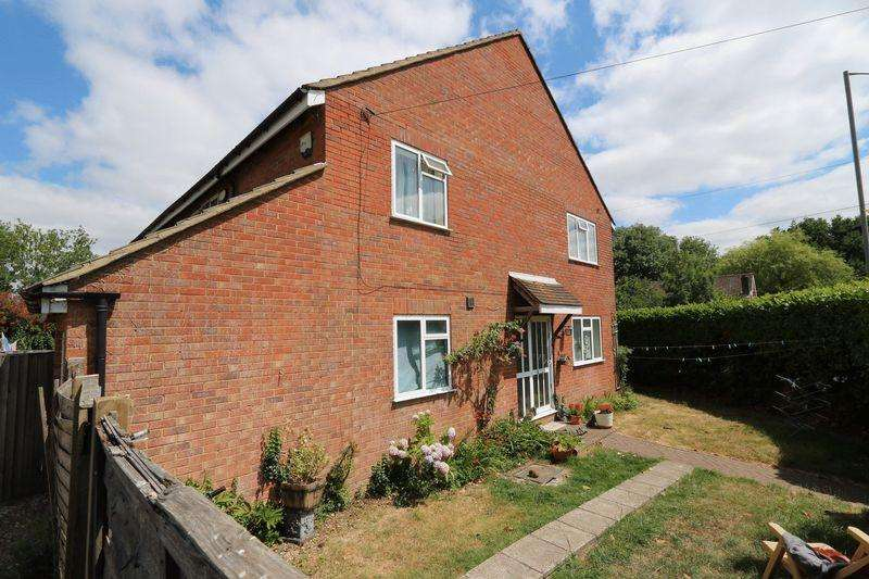 4 Bedrooms Semi Detached House for sale in Totteridge Drive, High Wycombe